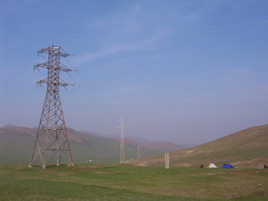 trialhorsetrek-powerlines-camp